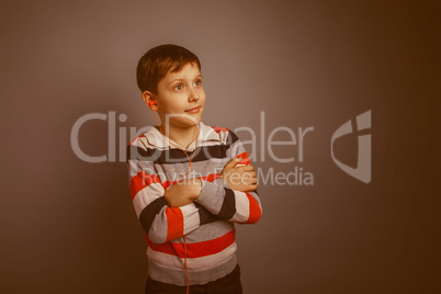 r boy of about ten European appearance Brown listens vacuum head