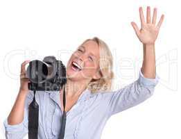 Lachende Fotografin hebt die Hand