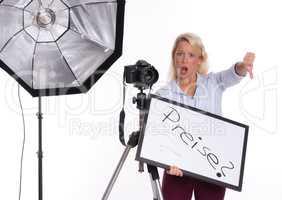 Fotografin ärgert sich über Bildpreise und zeigt Daumen nach unten