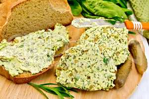 Butter with spinach and bread on board