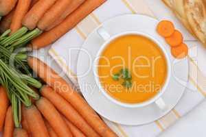 Karottensuppe Möhrensuppe Karotten Möhren Suppe in Suppentasse