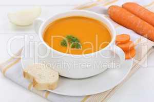 Karottensuppe Möhrensuppe frische Karotten Möhren Suppe in Sup