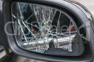Zebrochener Autoseitenspiegel              Broken car side mirro