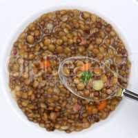 Linsensuppe essen Linsen Suppe auf Löffel von oben gesunde Ern