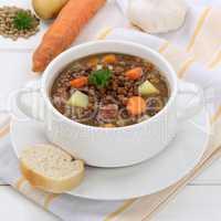 Linsensuppe mit Linsen Suppe in Suppenschüssel gesunde Ernähru