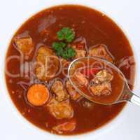 Gesunde Ernährung Gulasch Suppe Gulaschsuppe essen mit Fleisch