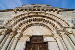 Wamba Romanesque church entrance