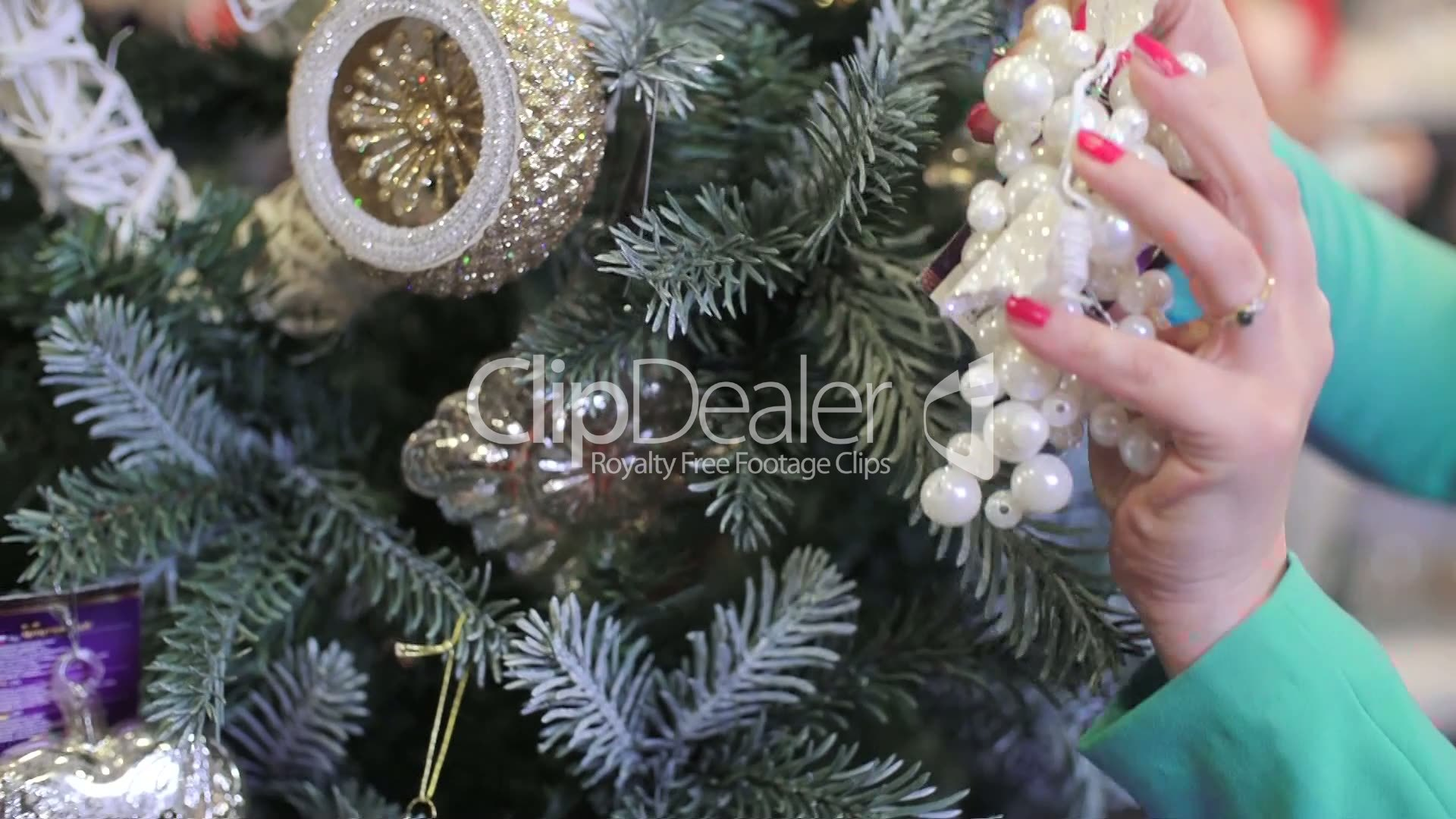 clips we decorate the christmas tree - Videos Of Decorated Christmas Trees