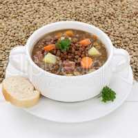 Gesunde Ernährung Linsensuppe mit frischen Linsen Suppe in Supp