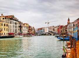 Panoramic overview of the Rialto bridge in Venice