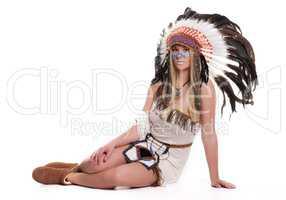 Weiblicher Häuptling sitzt auf dem Boden