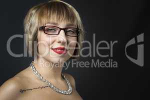 Frauengesicht mit Brille