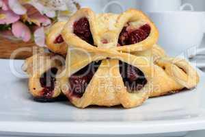 bun with cherries