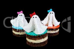 Marzipan ghosts on the cake