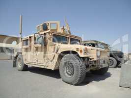 american army transporter HMMWV humvee