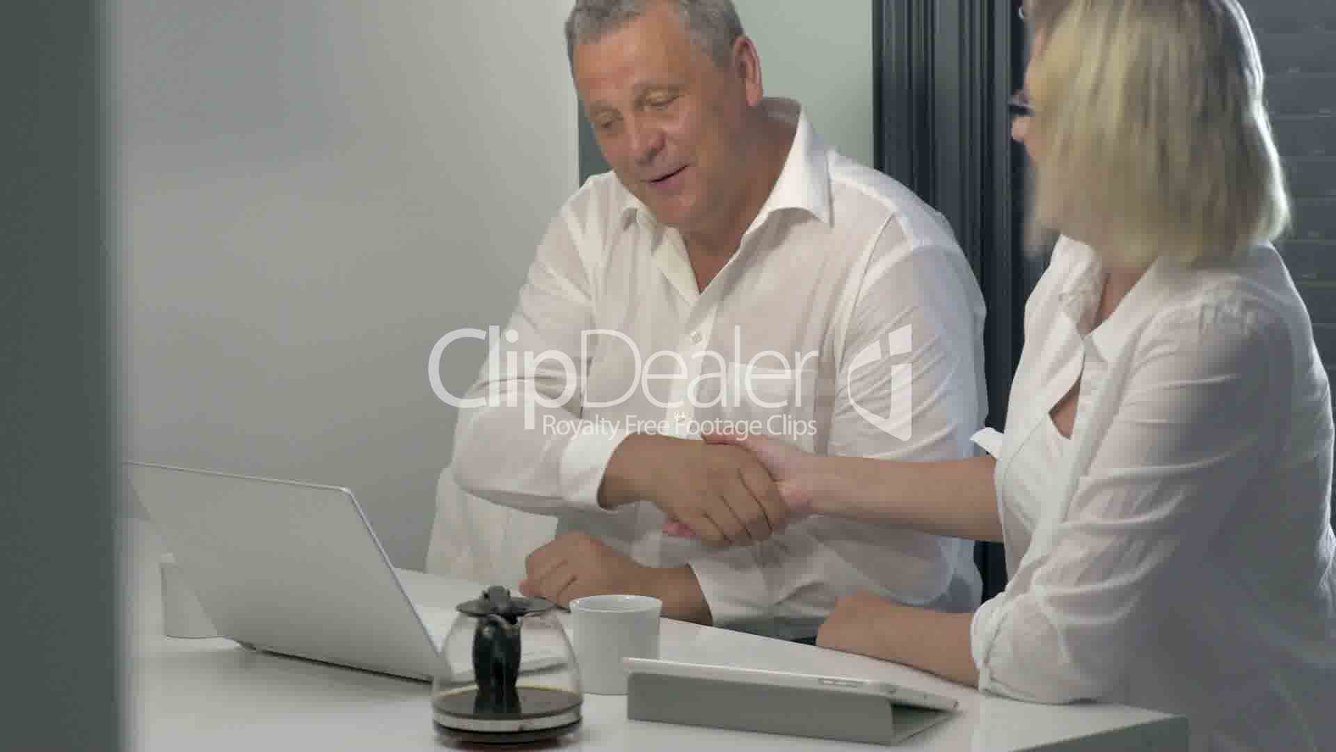Businesspeople Coming To Agreement Vdeos De Archivo Y Clips Libres