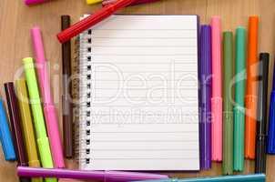 Felt-tip pen and notepad