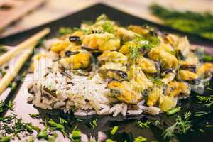 Mussels with rice in creamy sauce