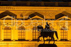 Reiterstandbild vor dem Zwinger in Dresden