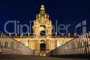 Blick auf den Zwinger in Dresden bei Nacht