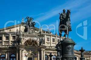 Reiterstandbild und Semperoper in Dresden
