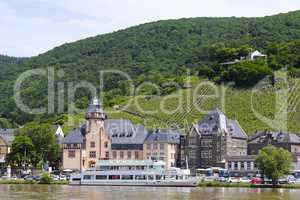 Stadtansicht von Bernkastel-Kues mit Mosel