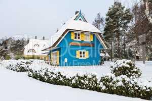 Haus in Born im Winter.