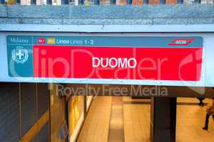 Duomo subway stop sign
