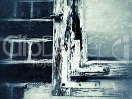 alter, beschädigter Fensterrahmen