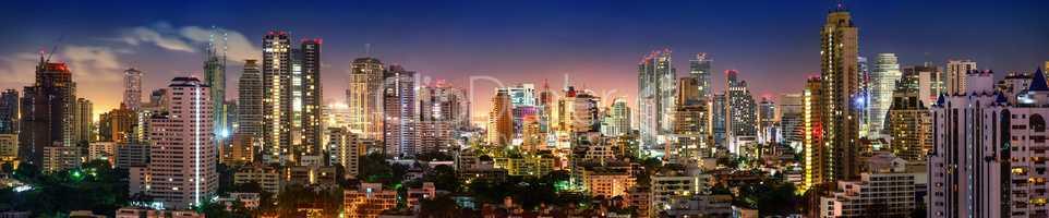 Panorama von Bangkok Skyline in der Nacht
