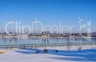 Windrad am See im Winter  - Wind turbine on lake in winter