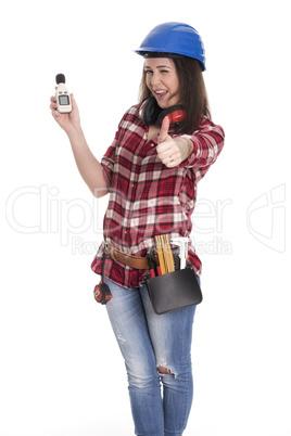 Weiblicher Handwerker mit Lärmpegel