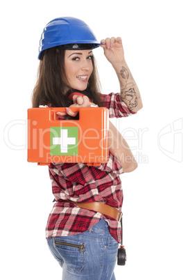 Weiblicher Handwerker mit Erste Hilfe Koffer