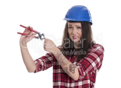 Weiblicher Handwerker mit Kneifzange