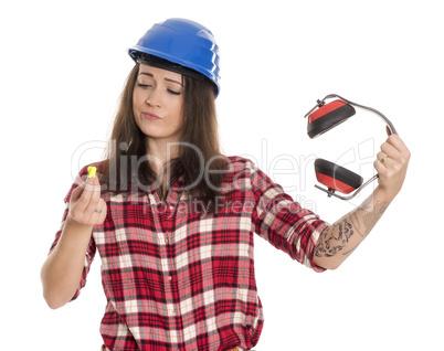 Frau mit Ohrenproppen und Micky Mäusen