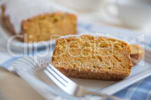 Möhren Kuchen mit Zuckerglasur