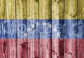 Fahne auf verwittertem Holz