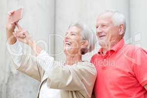 Senioren machen ein Selfie