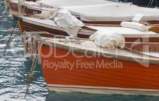 Bug von Holzbooten im Hafen von Portofino, Ligurien, Italien