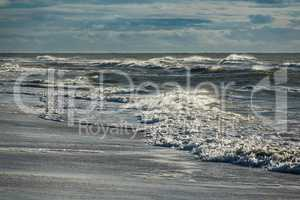 Wellen an der Nordseeküste auf der Insel Amrum
