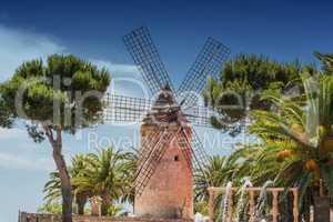 Alte Windmühle im spanischen Stil