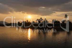 Sonnenuntergang über dem Mekong, Don Khone Insel, Laos, Asien