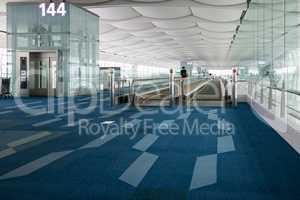 Haneda airport travelators access to gates