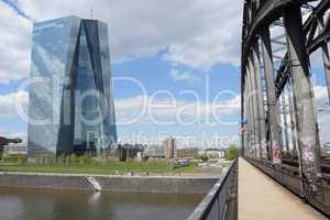 Brücke und EZB in Frankfurt
