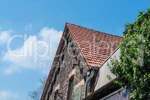Haus mit gemauerten Giebel aus Ziegelstein         Haus mit gema