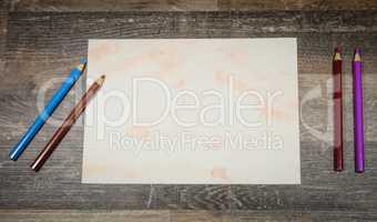Flat lay, Stifte mit Papier