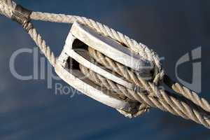 Sailing rope tension with the fishing pulley