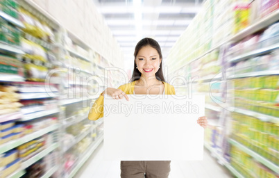 Showing blank card in department store