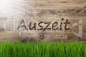 Sunny Wooden Background, Gras, Auszeit Means Downtime