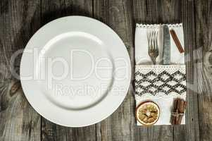 Plate with cutlery and napkin